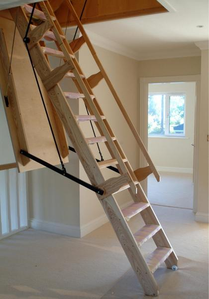 Charmant 4). Folding Staircase